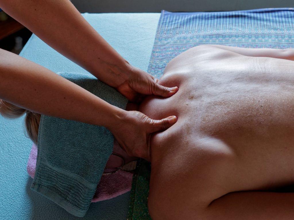 Quoimai Thai head neck and shoulder massage