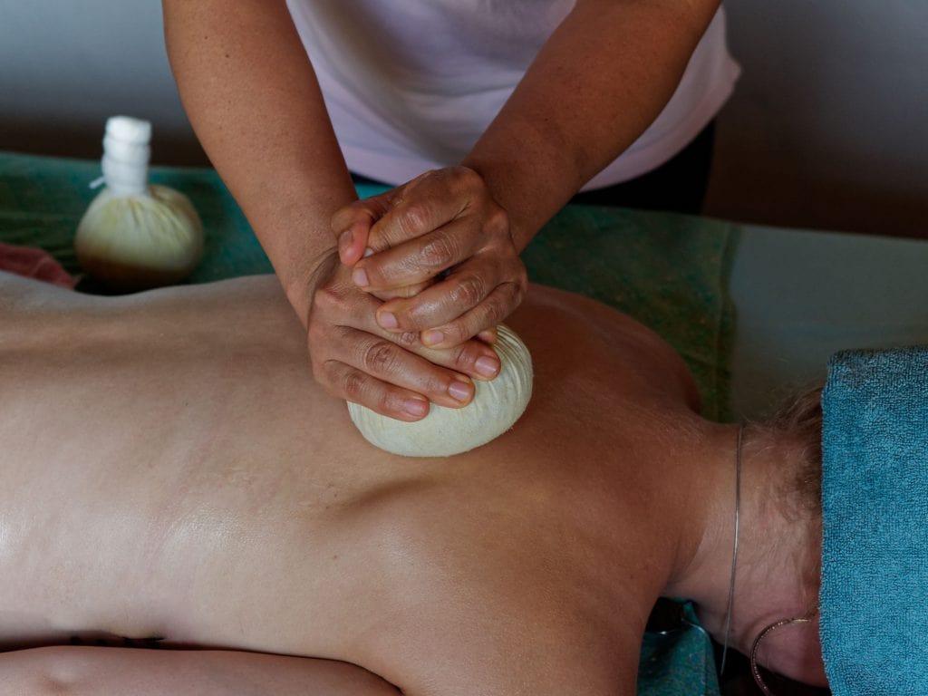 Quoimai Thai hot herbal massage